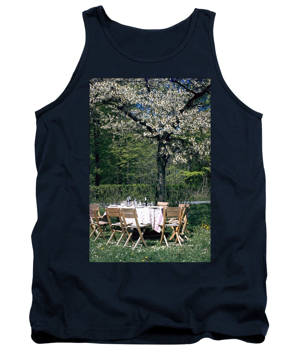 Lunch Tank Top featuring the photograph Lunch by Flavia Westerwelle