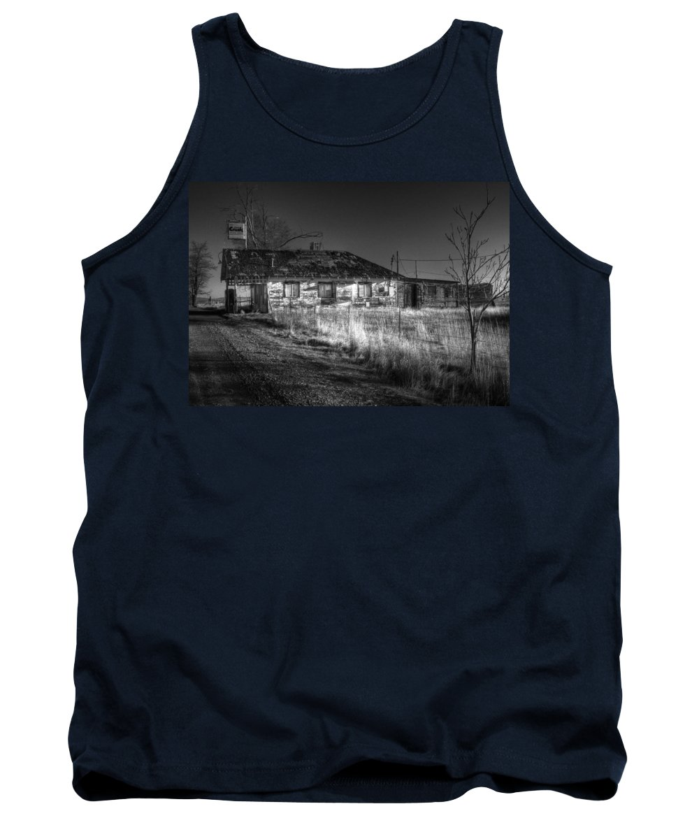 Landscape Tank Top featuring the photograph Shaniko Past by Lee Santa