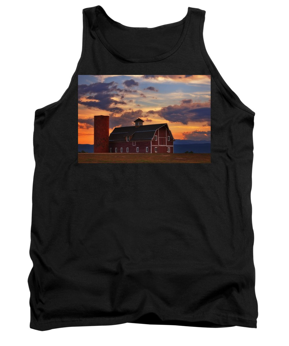 Barn Tank Top featuring the photograph Danny's Barn by Darren White