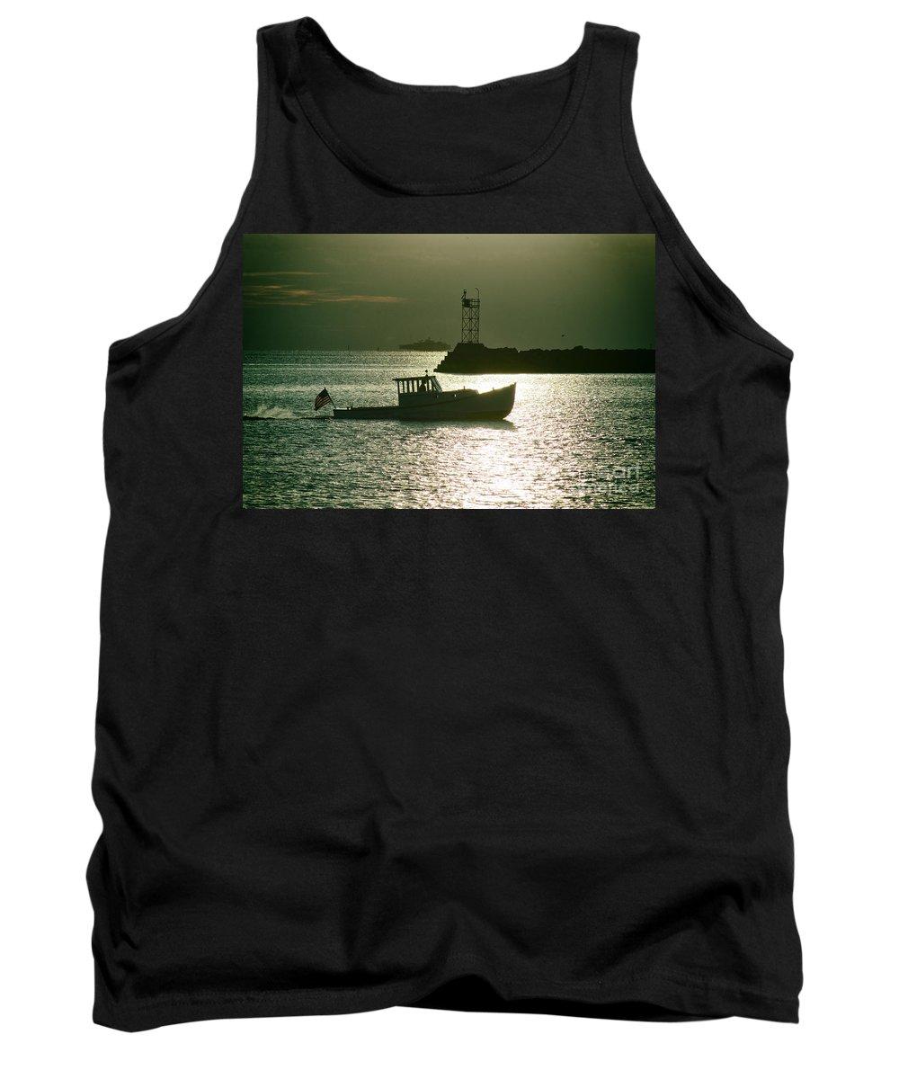 Boat Tank Top featuring the photograph Fun Run by Joe Geraci