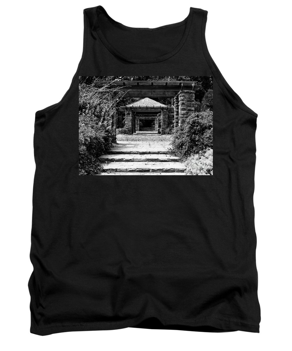 Landscape Tank Top featuring the photograph Garden Structure 1bw by Earl Johnson