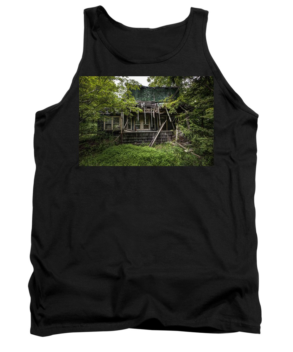 Abandoned House Tank Top featuring the photograph It Was Once Christmas Here by Gary Heller