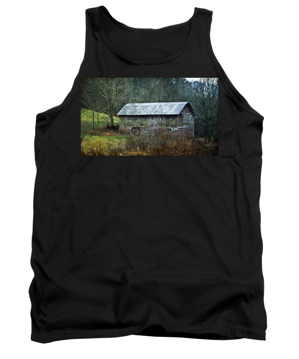 Barn Tank Top featuring the photograph North Carolina Country Barn by Cindy Archbell