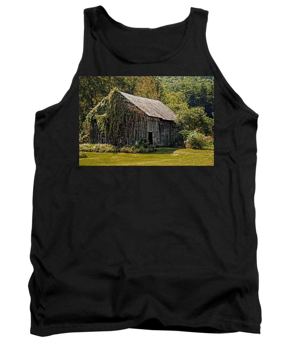 Barn Tank Top featuring the photograph Old Vermont Barn by Donna Doherty