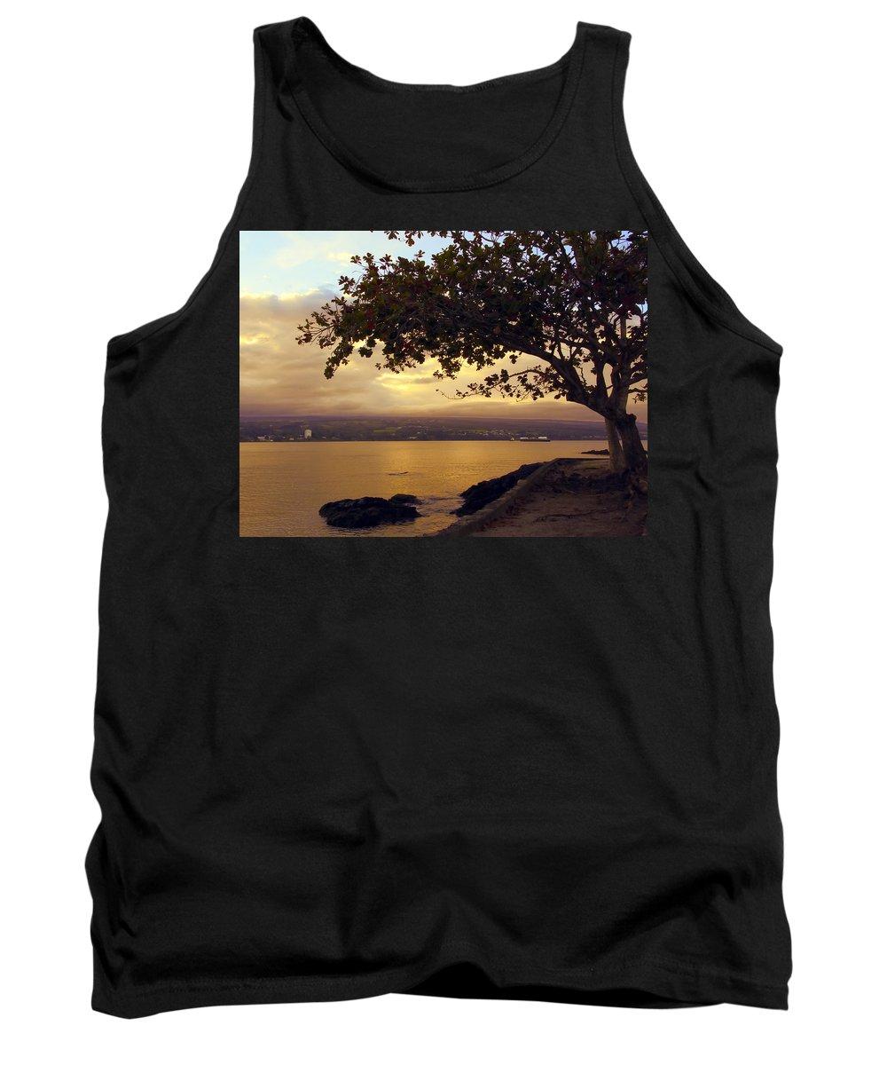 mauna Kea Tank Top featuring the photograph Peaceful Sundown On Hilo Bay - Hawaii by Daniel Hagerman