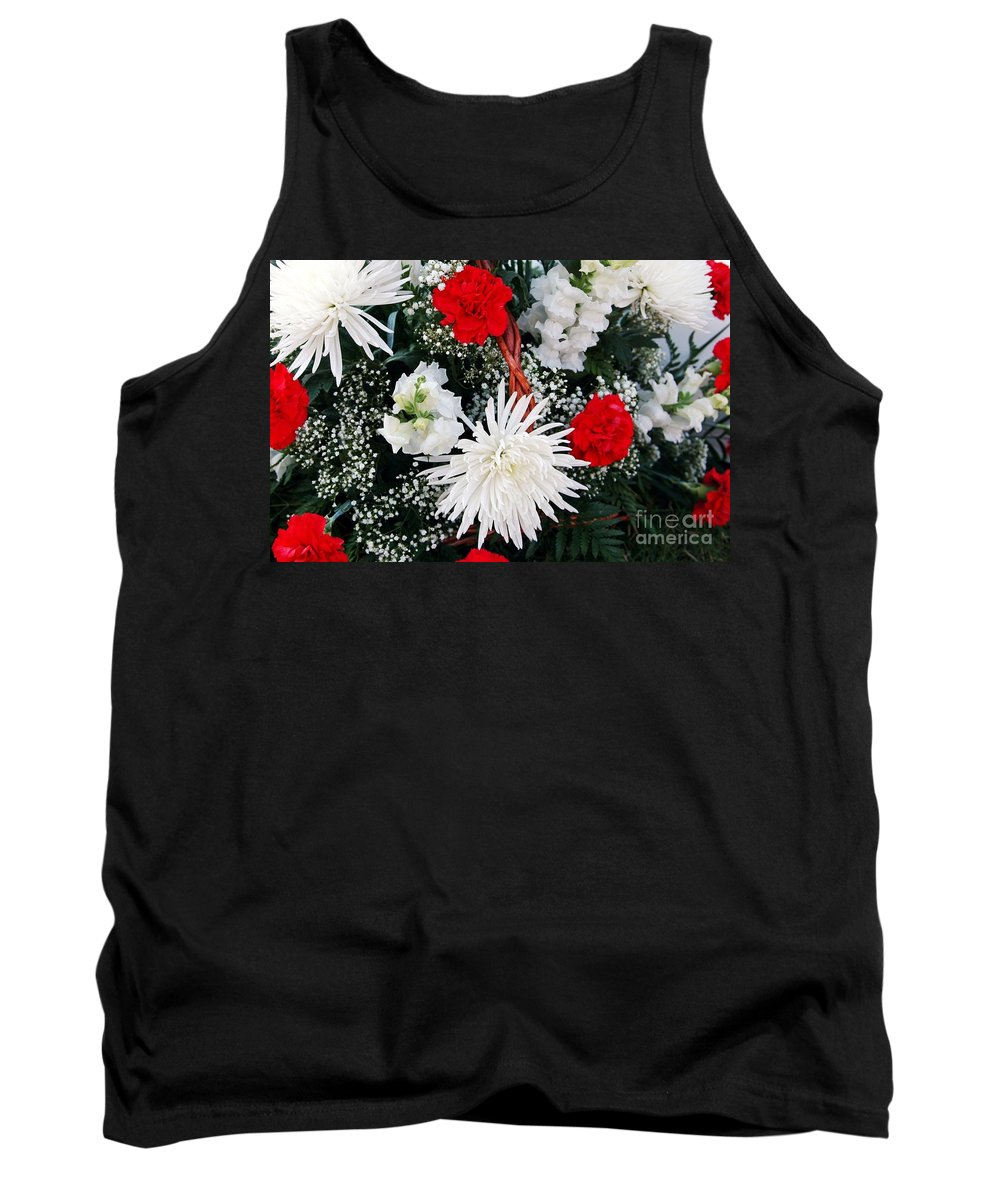 Mum Tank Top featuring the photograph Thank You by Kathleen Struckle