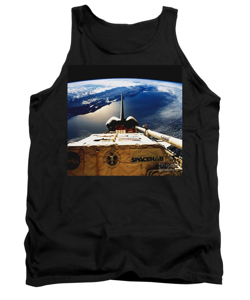Space Travel Tank Top featuring the photograph Space Shuttle Endeavour by Science Source