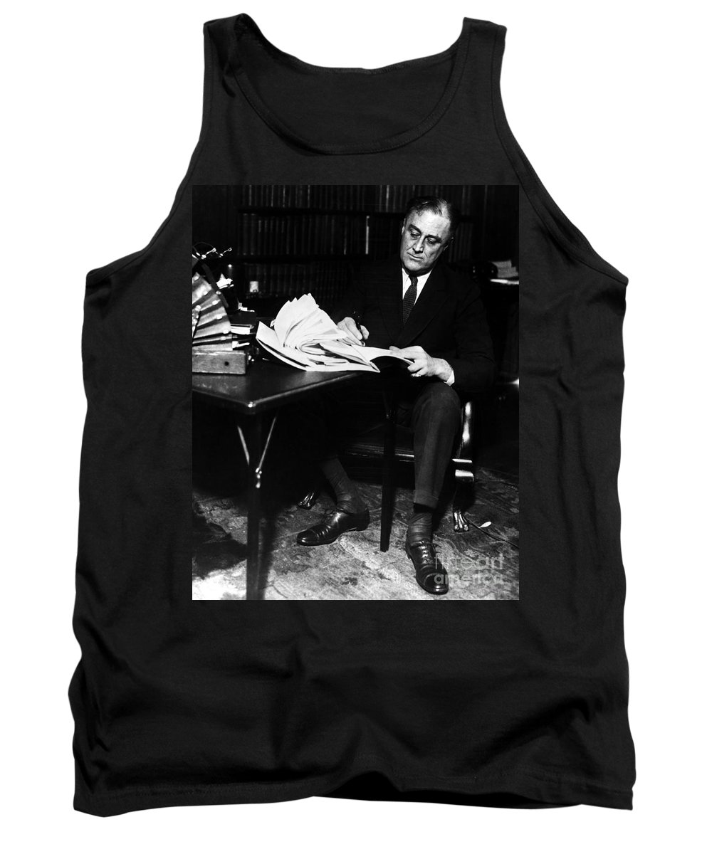 1924 Tank Top featuring the photograph Franklin D. Roosevelt by Granger