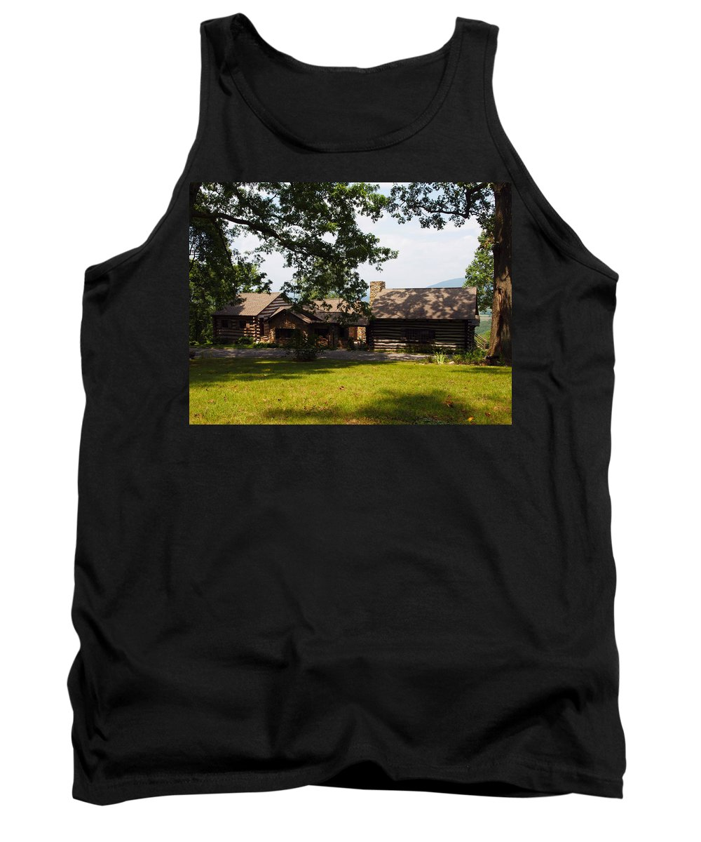 Cabin Tank Top featuring the photograph Tom's Cabin In Newport by Robert Margetts