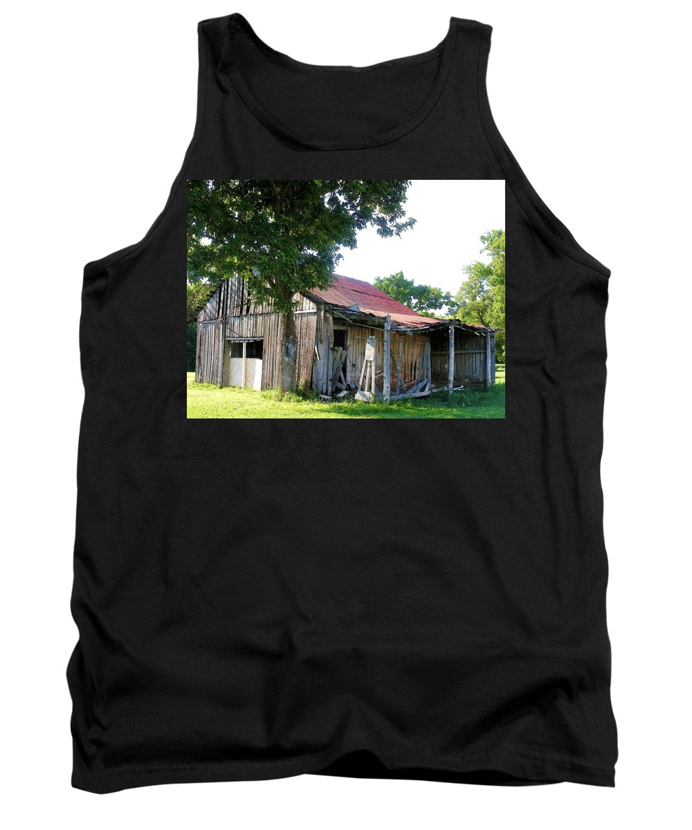 Barn Tank Top featuring the photograph Brokedown Barn by Nelson Strong