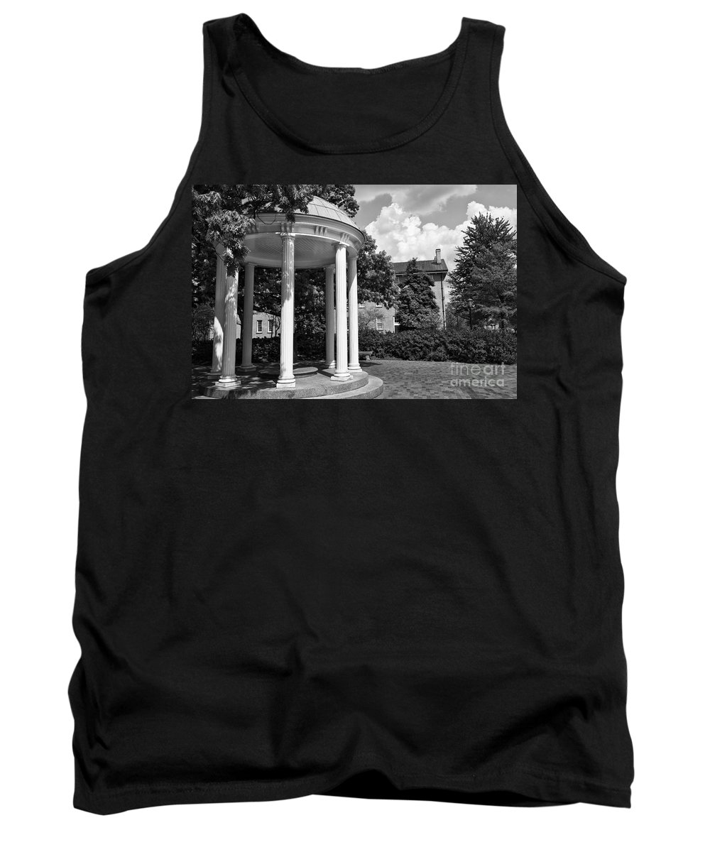 Old Well Tank Top featuring the photograph Chapel Hill Old Well In Black And White by Jill Lang