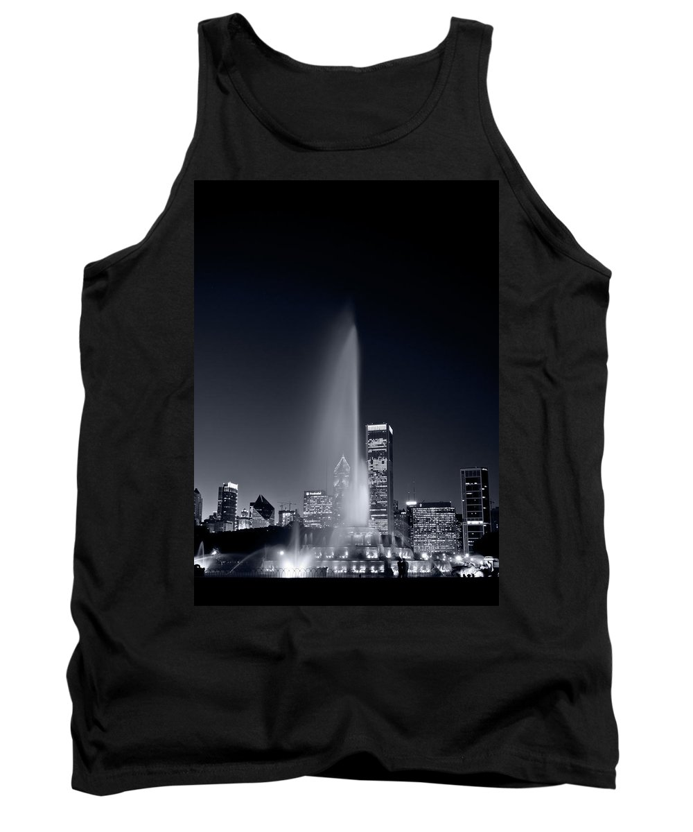 Black Tank Top featuring the photograph Chicagos Buckingham Fountain Bl And W Portrait by Steve Gadomski