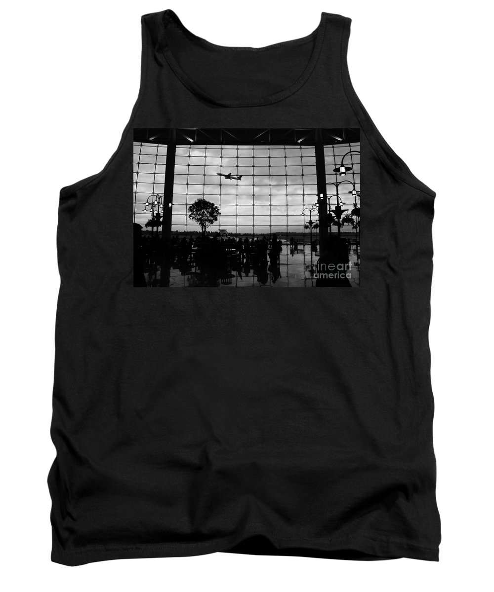 Flying Tank Top featuring the photograph Going Home by David Lee Thompson