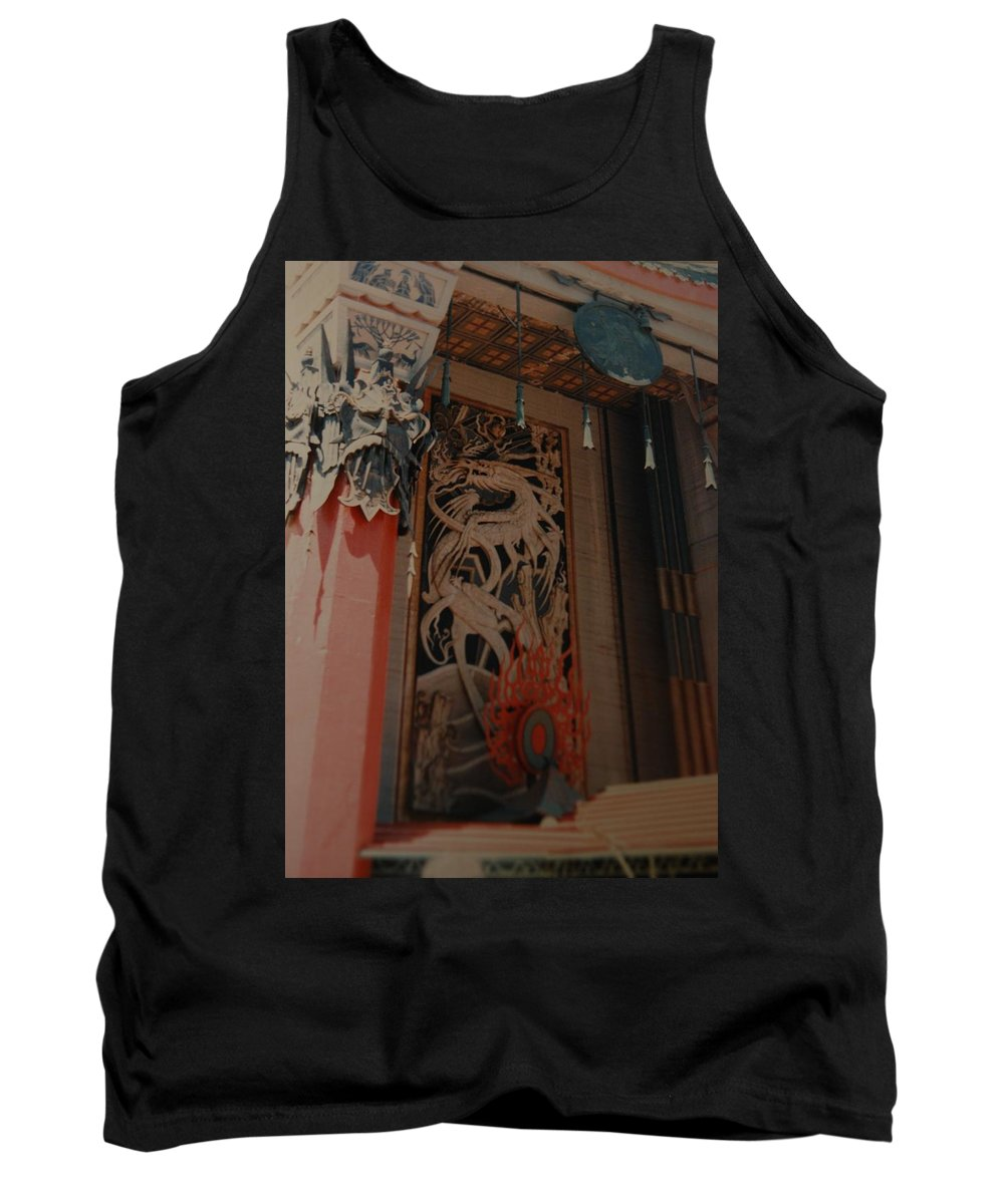 Grumanns Chinese Theater Tank Top featuring the photograph Grumanns Chinese Theater by Rob Hans
