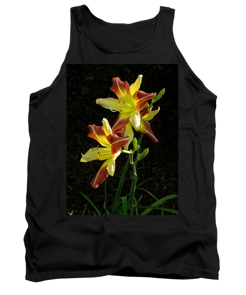 Howdy Tank Top featuring the photograph Howdy Pardner by Carolyn Jacob