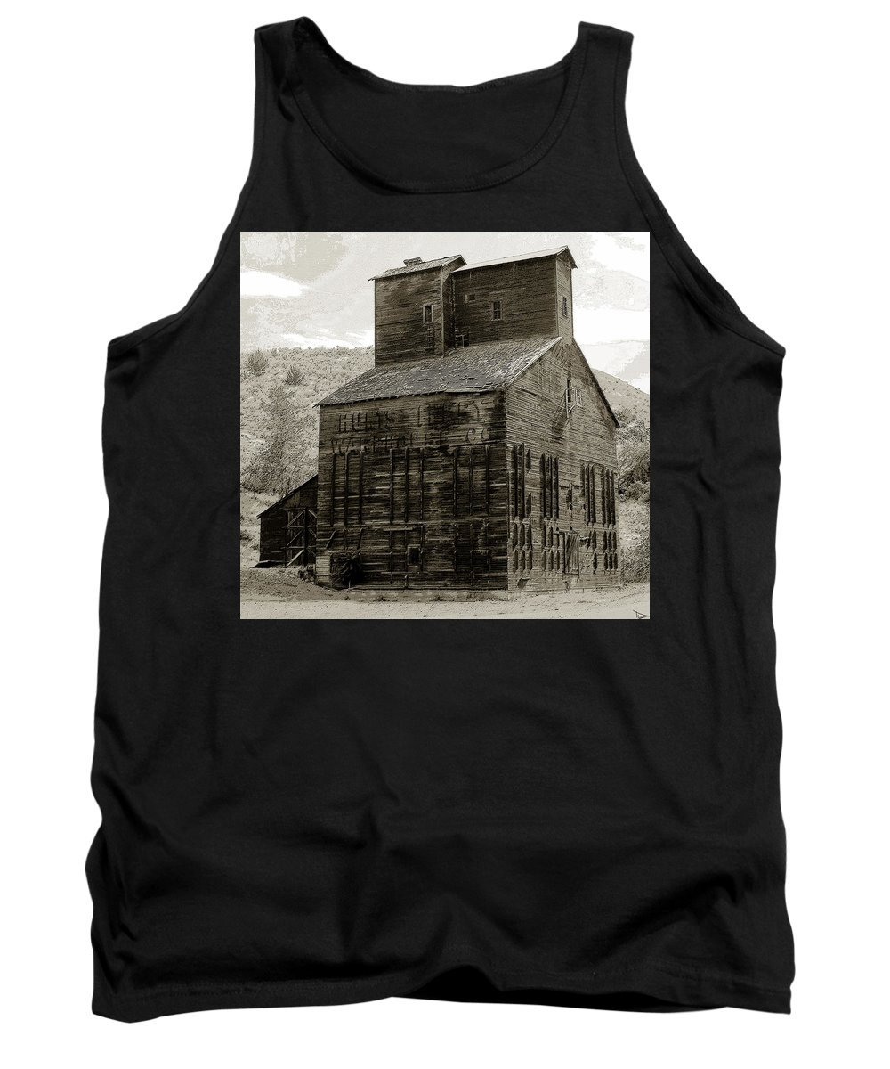 Art Tank Top featuring the painting Hunts Ferry Barn by David Lee Thompson