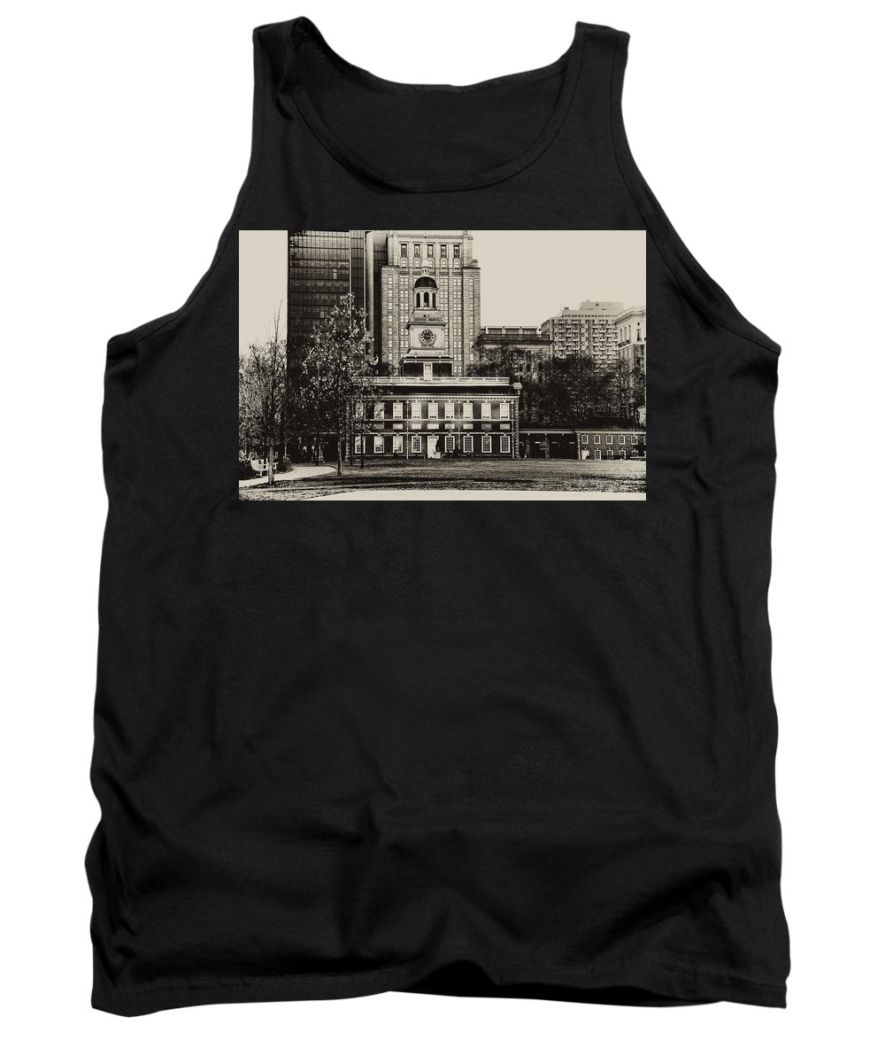 Philadelphia Tank Top featuring the photograph Independence Hall by Bill Cannon