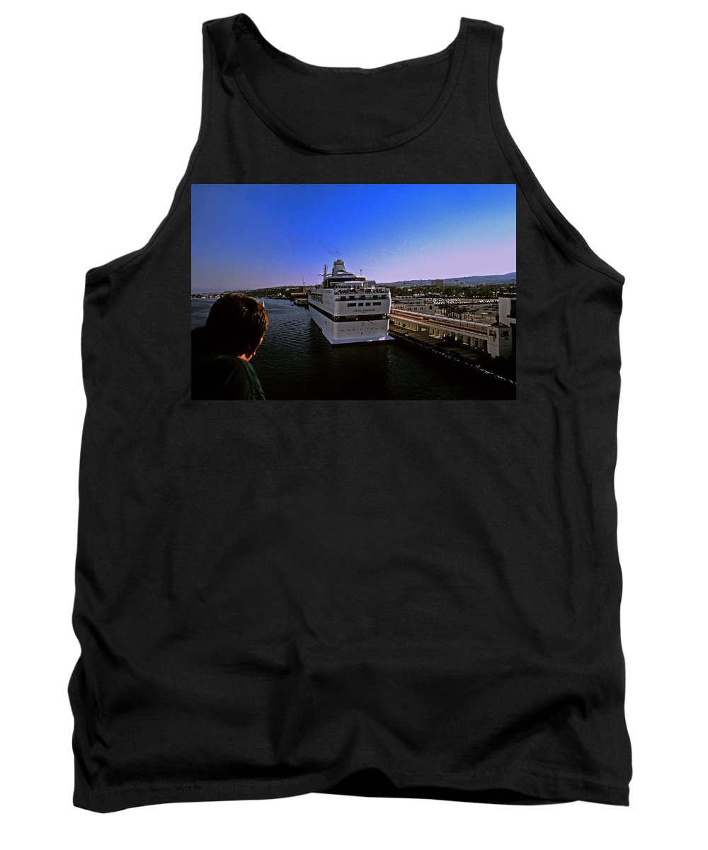 Cruise Ship Tank Top featuring the photograph Leaving Port by Gary Wonning