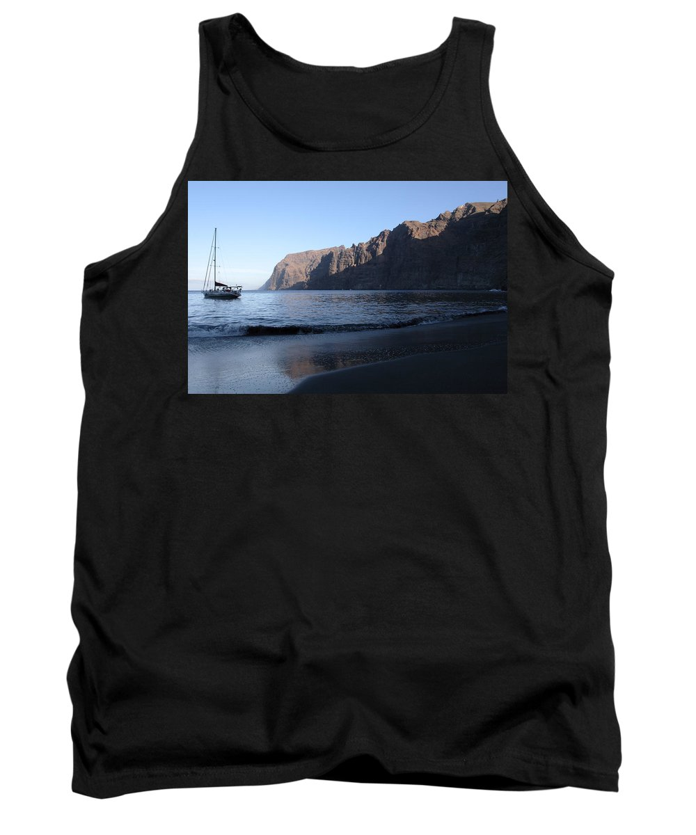 Seascape Tank Top featuring the photograph Los Gigantes Yacht by Phil Crean