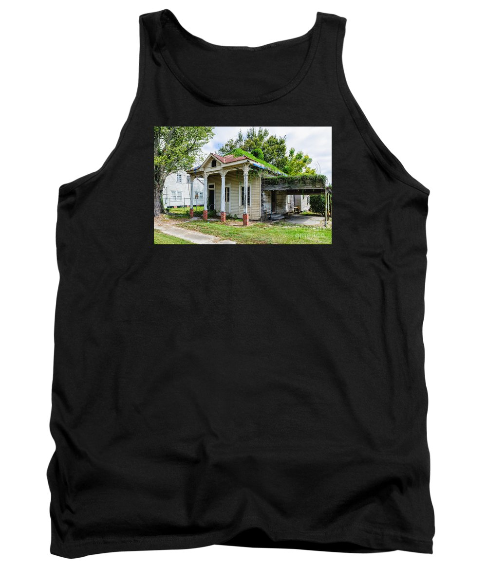 Donaldsonville Tank Top featuring the photograph Old House Donaldsonville La-historic by Kathleen K Parker