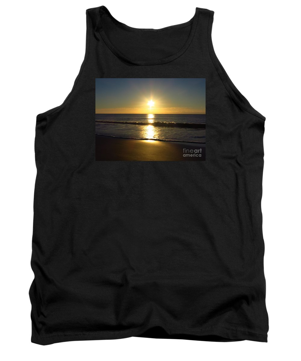 Sunrise Tank Top featuring the photograph Sunrise Over The Ocean8852 by T Powell