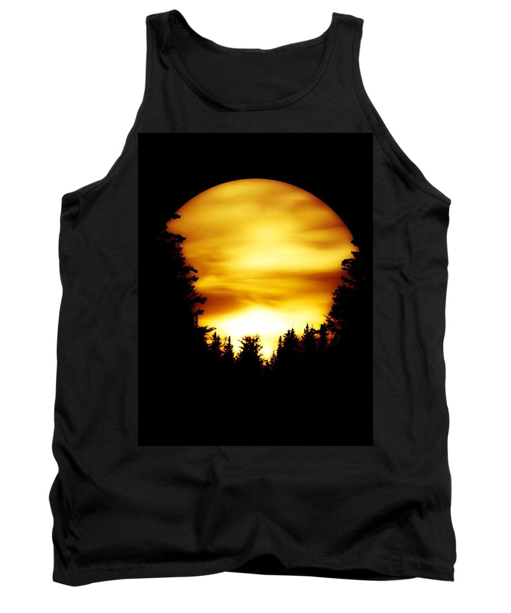 Sunset Tank Top featuring the photograph Sunset In The Round by L Child