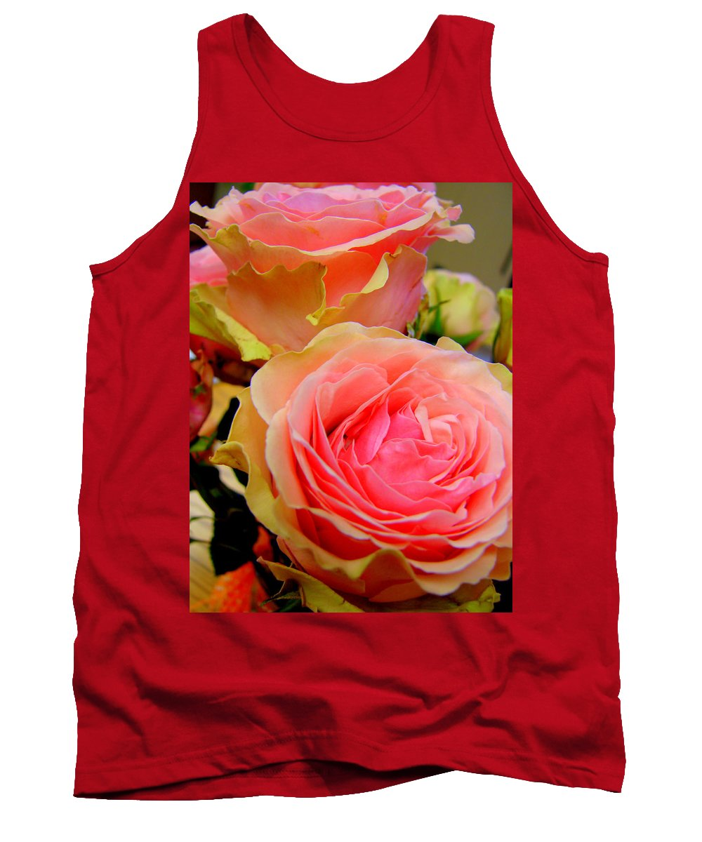 Two Roses Tank Top featuring the photograph Belle And Bonita by Laurette Escobar