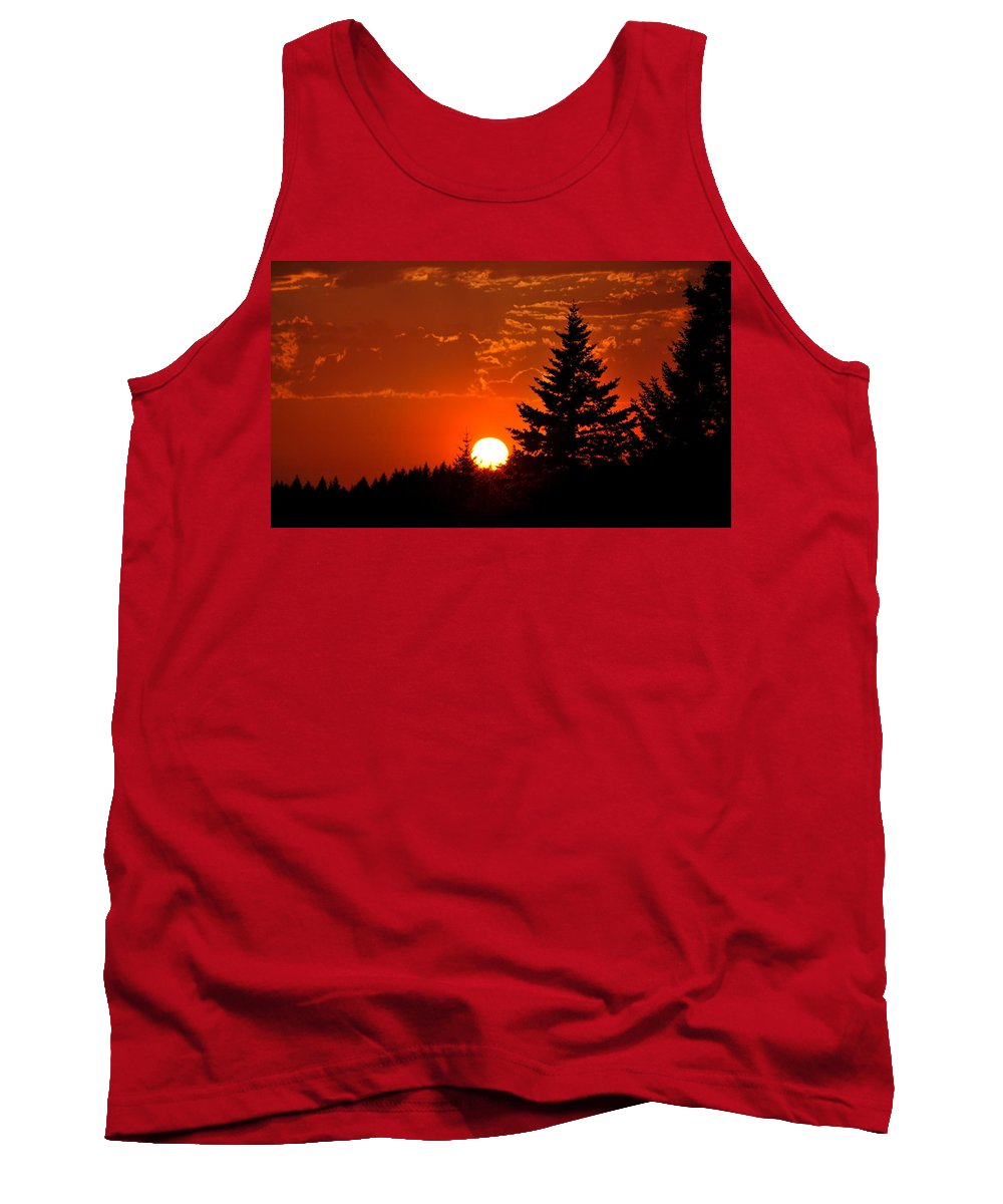 Sun Tank Top featuring the photograph Spectacular Sunset IIl by Kathy Sampson