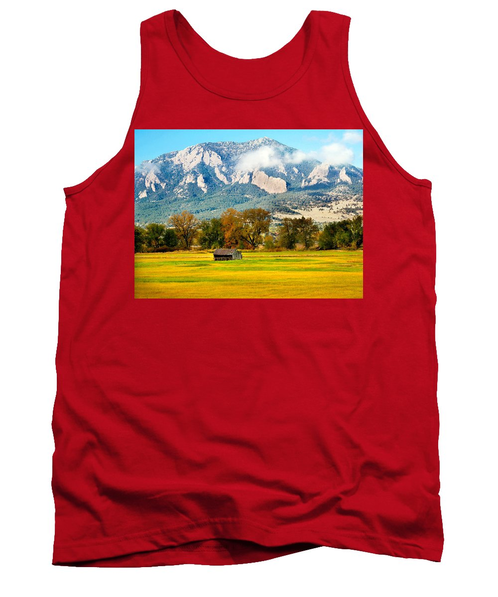 Rural Tank Top featuring the photograph Old Shed by Marilyn Hunt