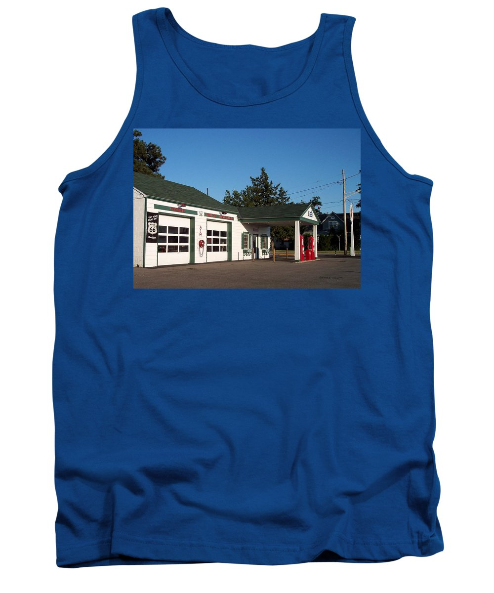Us Rt 66 Dwight Il Tank Top featuring the photograph Rt 66 Gas Station 2 by Thomas Woolworth