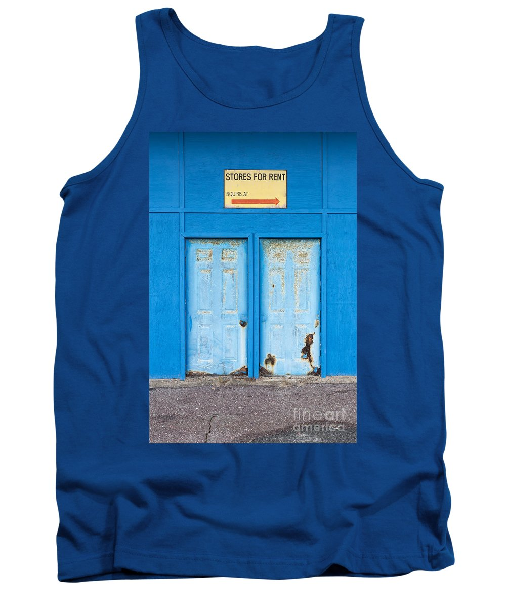 New Hamphire Tank Top featuring the photograph Stores For Rent Salsibury Beach Ma by Edward Fielding