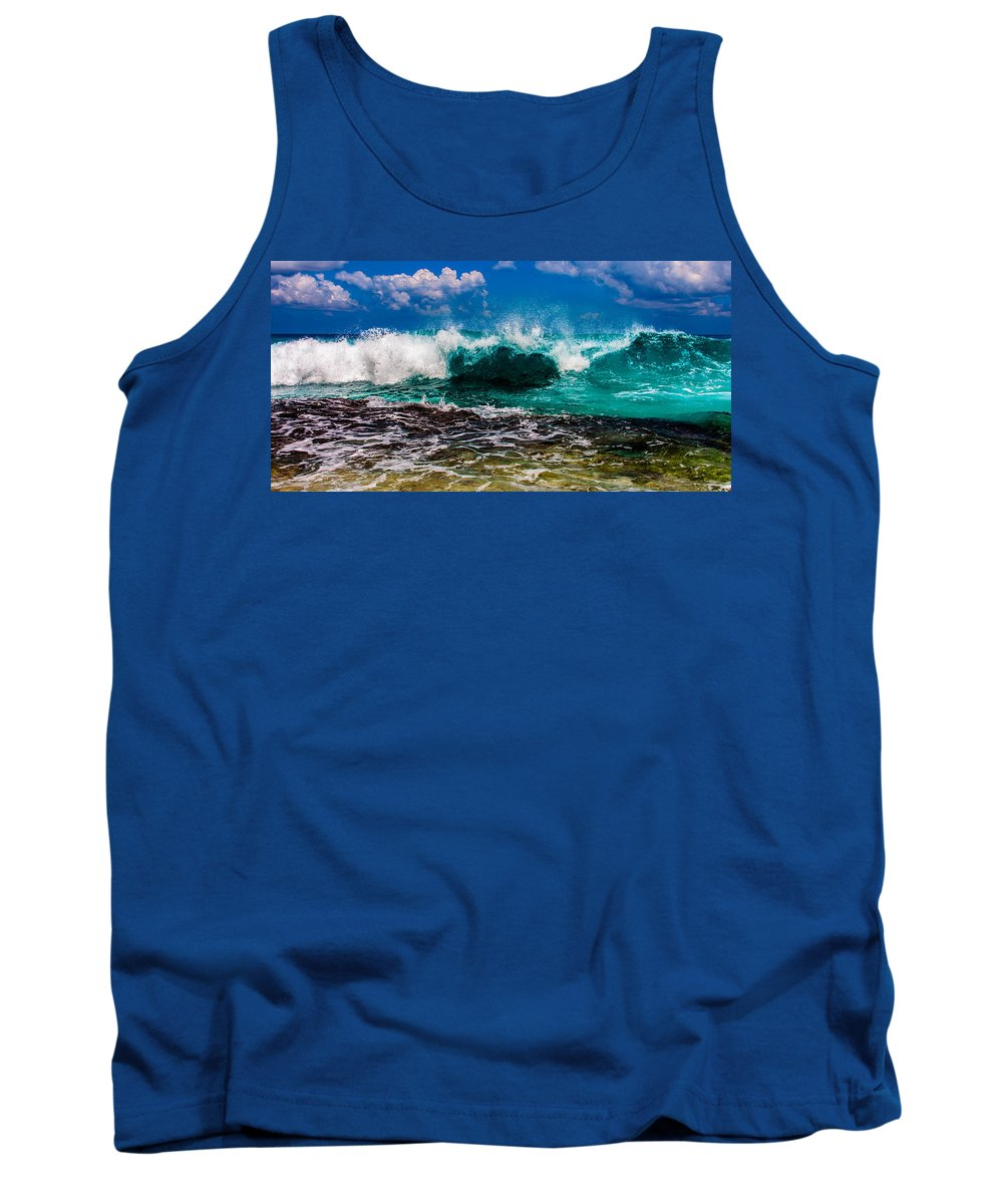 Seychelles Tank Top featuring the photograph The Wave by Alex Hiemstra