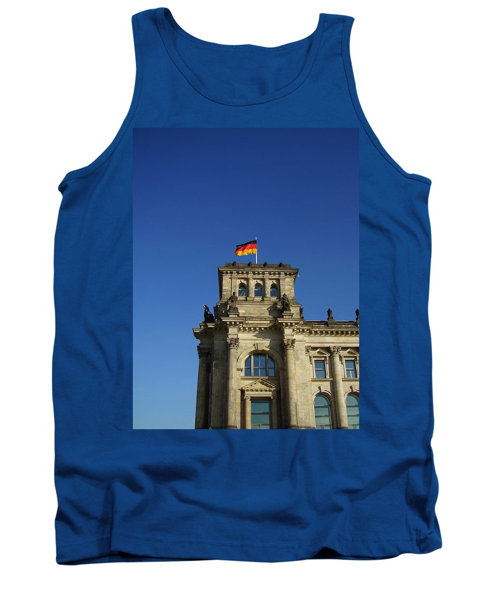 Deutscher Bundestag Tank Top featuring the photograph Deutscher Bundestag II by Flavia Westerwelle