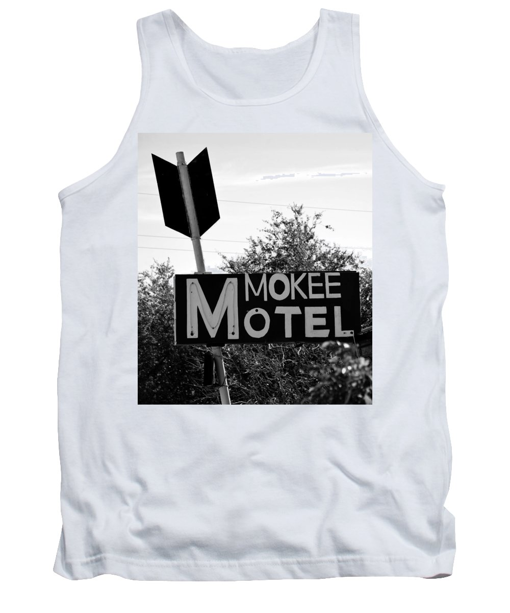 Mokee Motel Sign Tank Top featuring the photograph Mokee Motel Sign Circa 1950 by David Lee Thompson