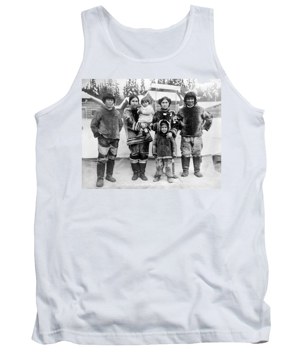 1909 Tank Top featuring the photograph Seattle Eskimo Family by Granger
