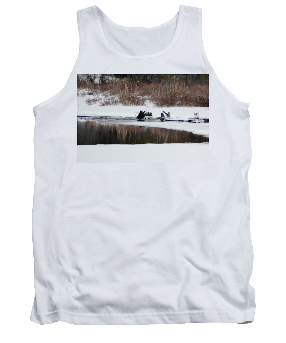 Bald Eagle Tank Top featuring the photograph Splash 5 by Thomas Phillips