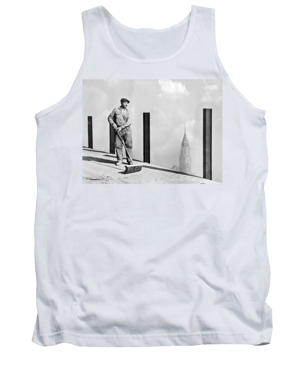 1931 Tank Top featuring the photograph Sweeping The Empire State Bldg by Underwood Archives