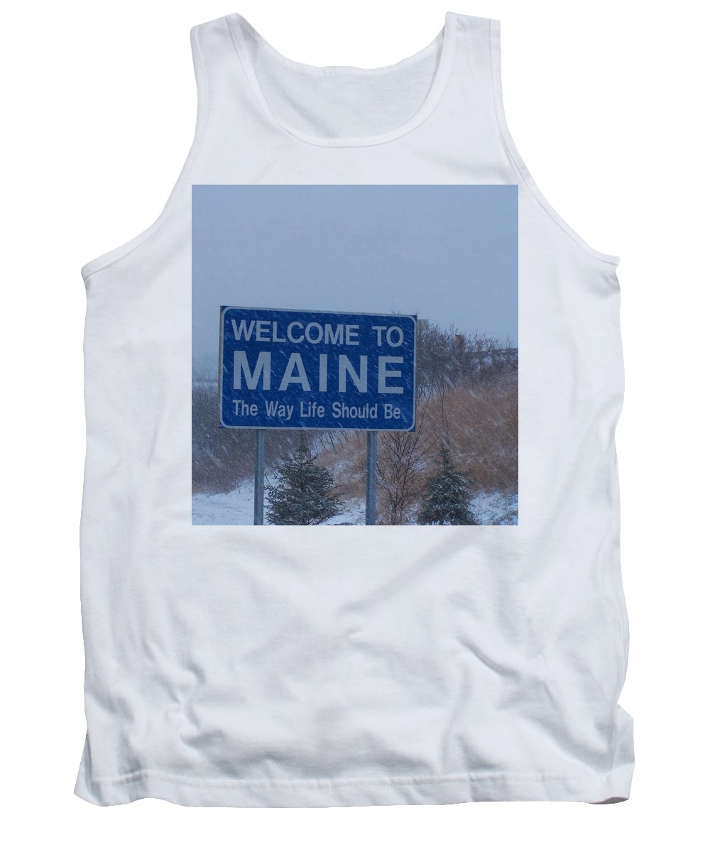Road Sign Tank Top featuring the photograph Welcome To Maine Sign by Roland Strauss