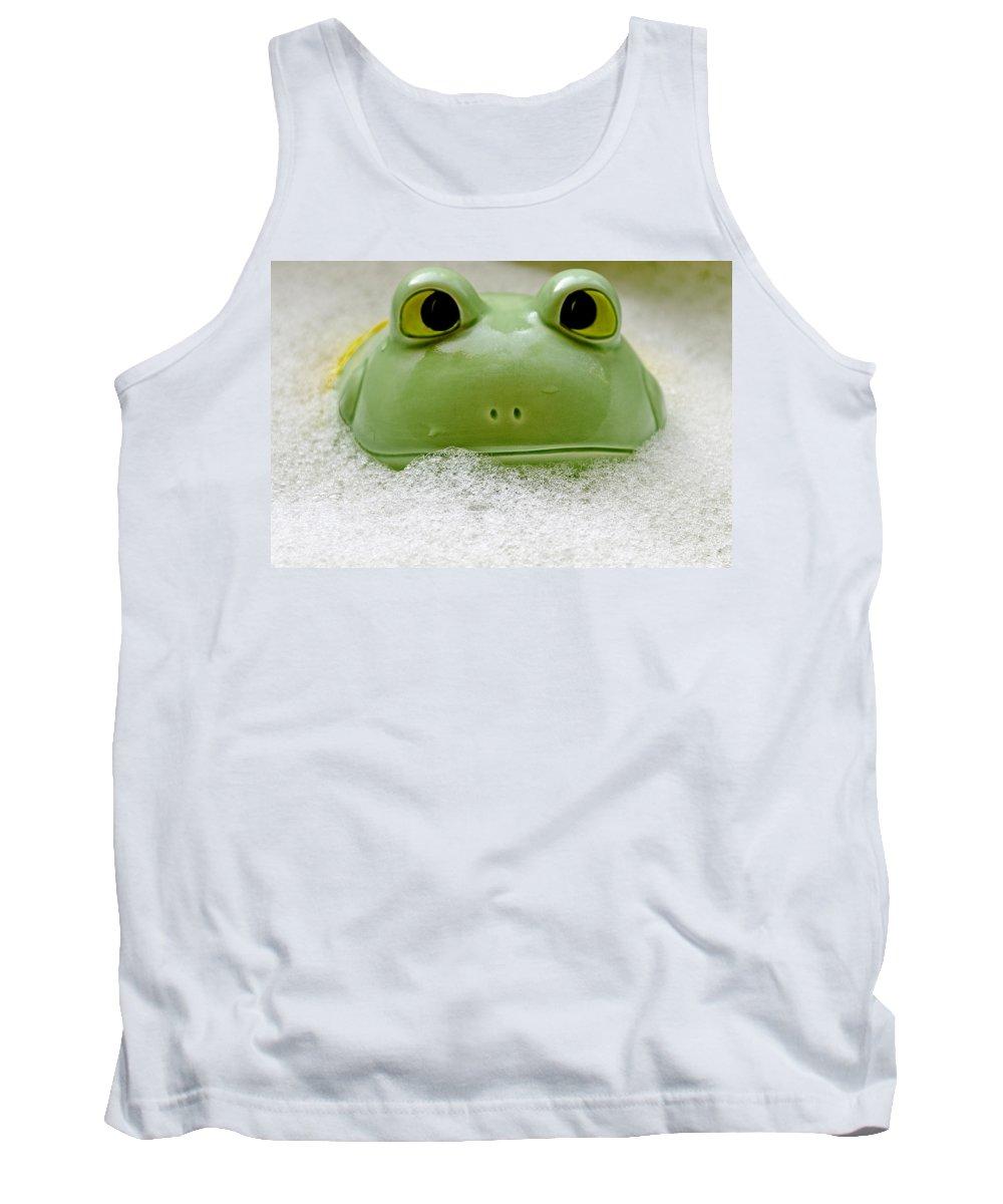 Usa Tank Top featuring the photograph Frog In The Bath by LeeAnn McLaneGoetz McLaneGoetzStudioLLCcom