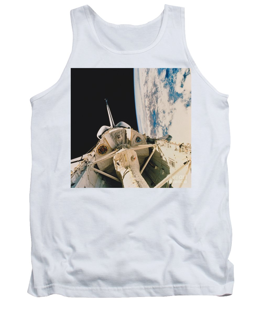 Space Travel Tank Top featuring the photograph Space Shuttle Columbia by Science Source