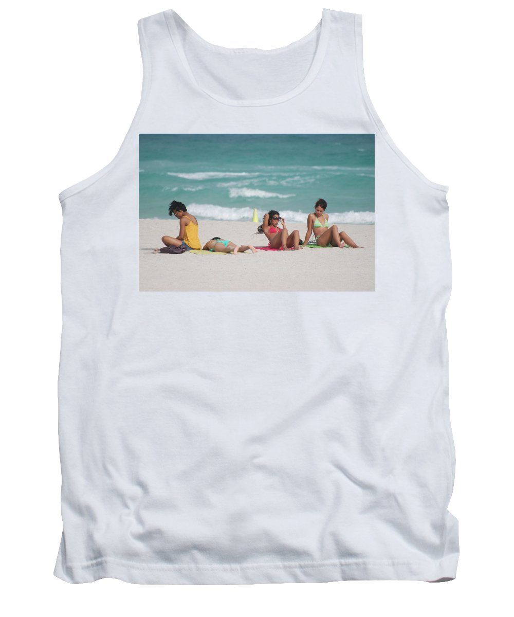 Sea Scape Tank Top featuring the photograph 3 Up 1 Down At The Beach by Rob Hans