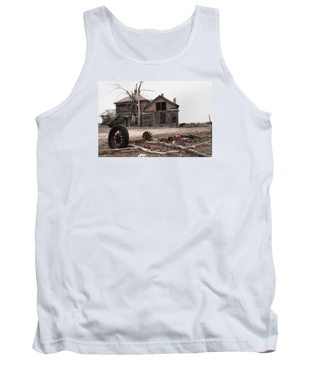 House Tank Top featuring the photograph Bleak House by Grant Groberg