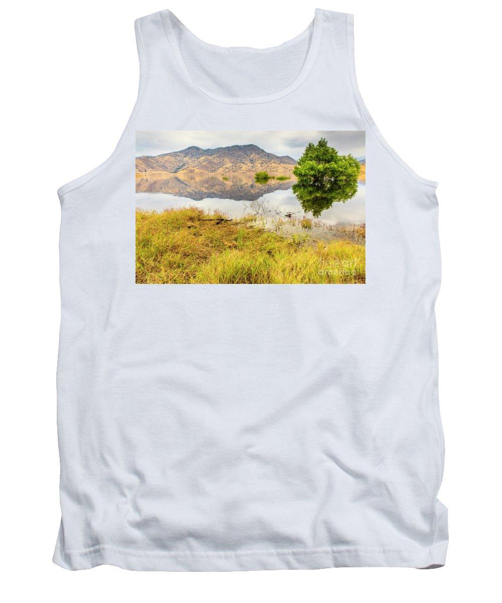 Lake Kaweah Tank Top featuring the photograph California Kaweah Lake Scene by Ben Graham