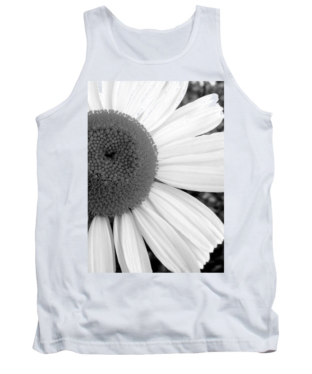 Flower Tank Top featuring the photograph Daisy Study 1 by Ed Smith