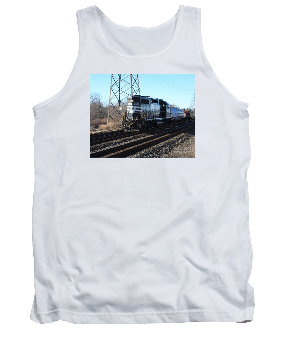 This Is A Small Train Pulled By Engine 5664 Norfolk Southern Pass The Bound Brook Train Station In New Jersey. Tank Top featuring the photograph Engine 5664 Passing Bye by William Rogers