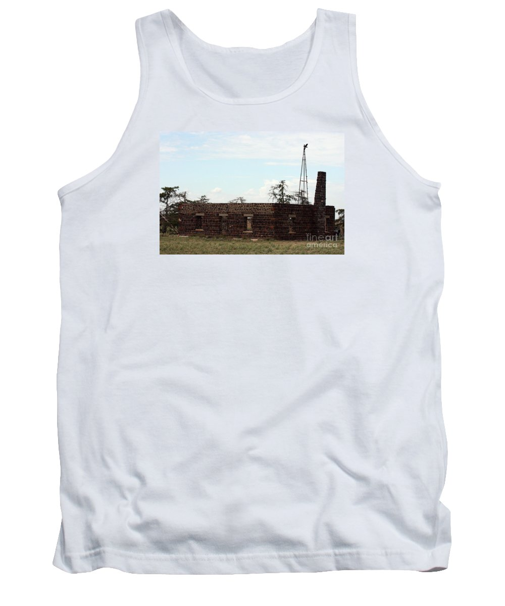 Building Tank Top featuring the photograph Fixer Upper by Robert Smitherman