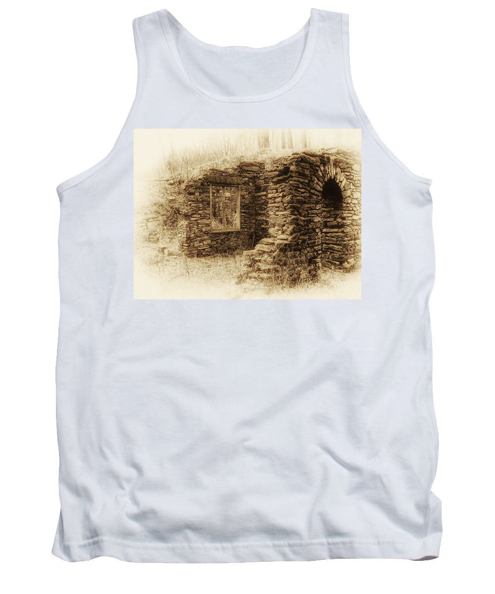 Old House Tank Top featuring the photograph Living In The Past by Bill Cannon