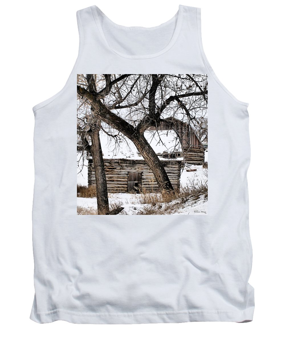 Old Barn Tank Top featuring the photograph Old Ulm Barn by Susan Kinney
