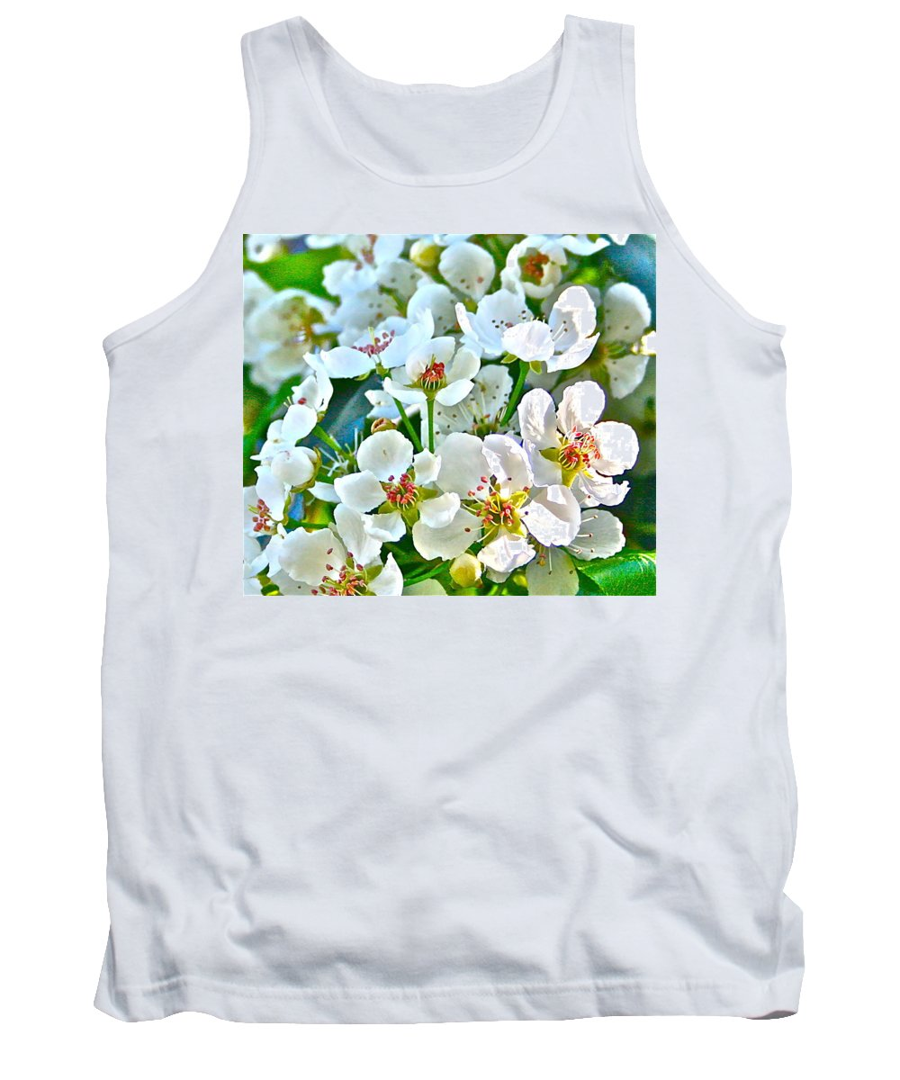 Photograph Tank Top featuring the photograph Pretty In White by Gwyn Newcombe