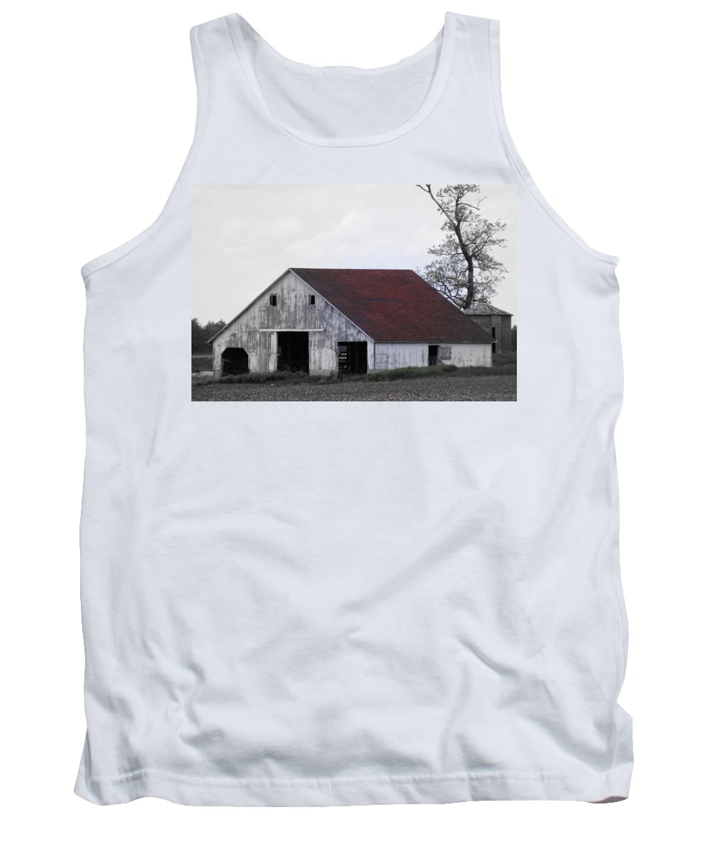 Barn Tank Top featuring the photograph Red Roof Barn by Ed Smith